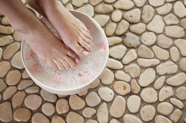 Применение ванночек от боли в пятке