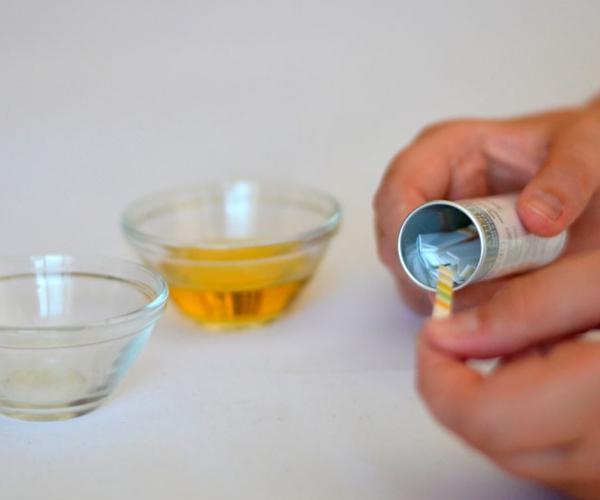 Как использовать тест-полоски для определения глюкозы в моче
