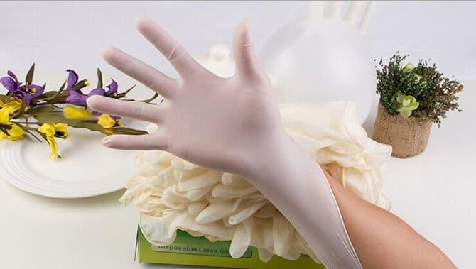 Рука в перчатке