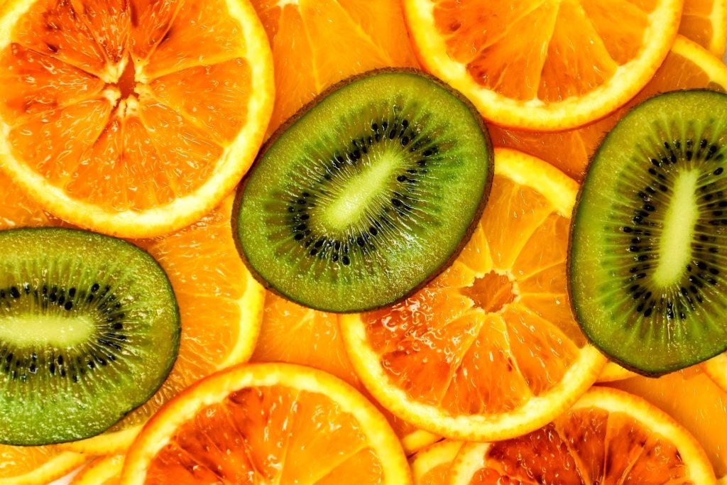 киви, апельсины