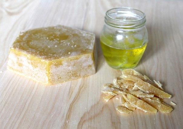 Воск и Оливковое масло как основа для мази от трещин на пятках