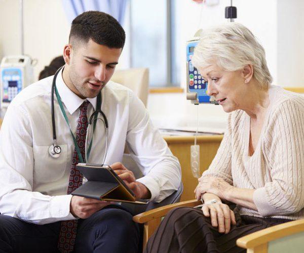 Пожилая у врача