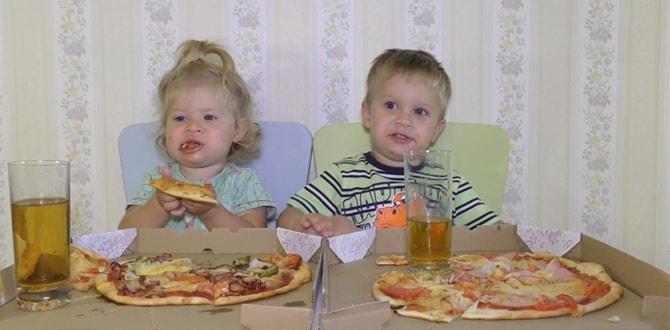 Дети едят пиццу
