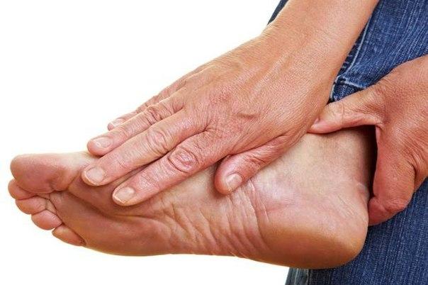 Боль в стопе между пяткой и носком
