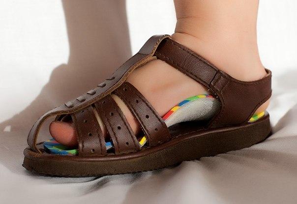Ортопедические стельки в сандалях