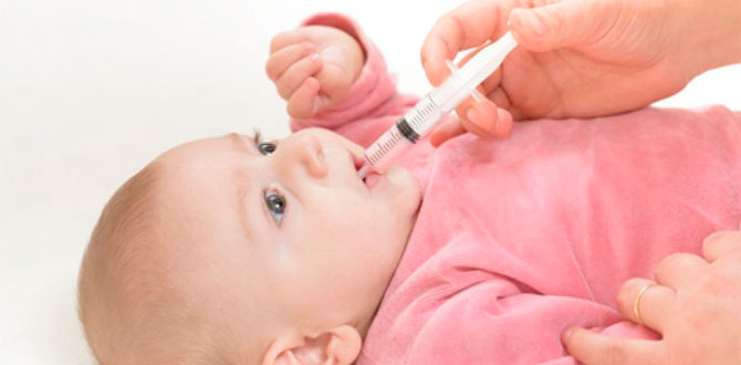 Поить ребенка через шприц